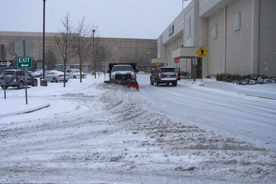 mall parking lot snow plowing from CSB Contractors, Inc.